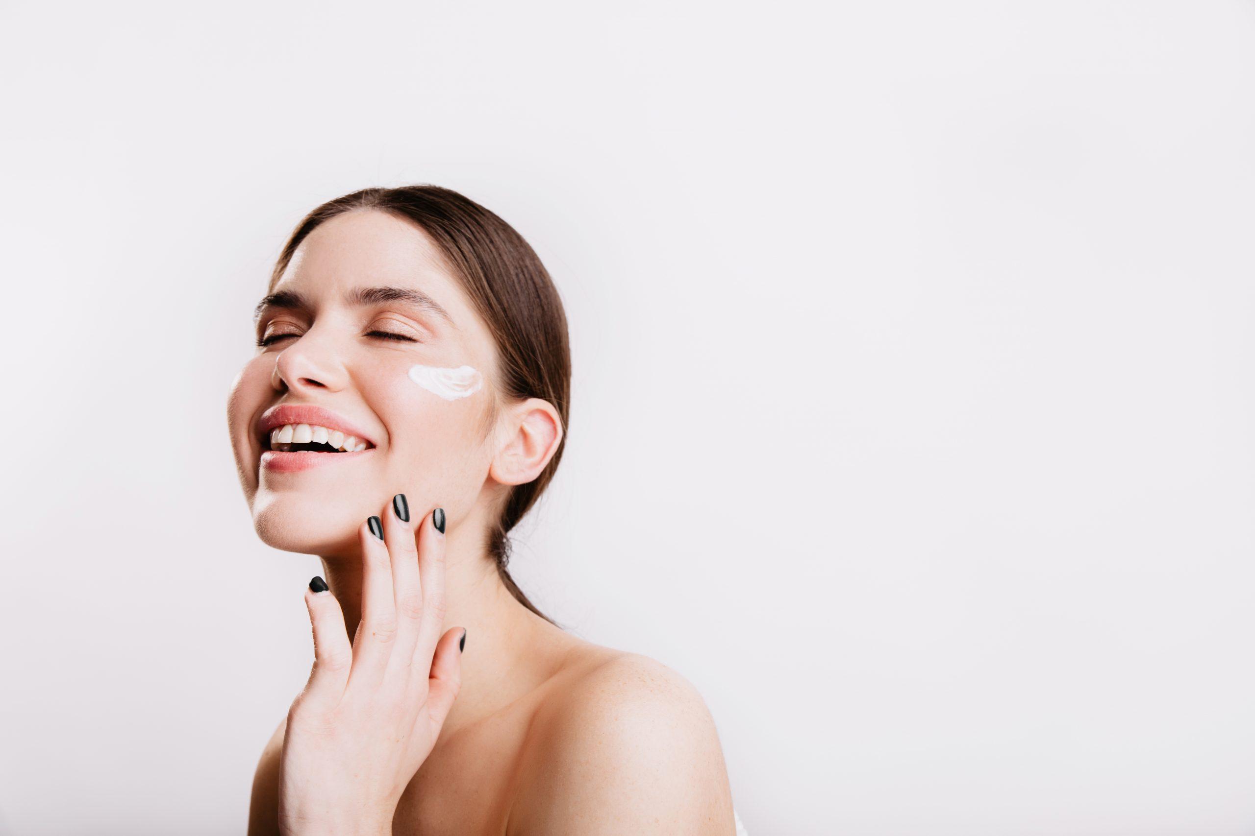 When does facial aging  begin?